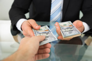 Заем организации наличными деньгами у физического лица