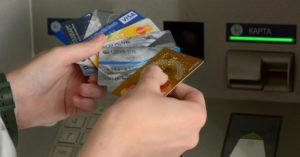 Банки будут чаще блокировать счета и карты