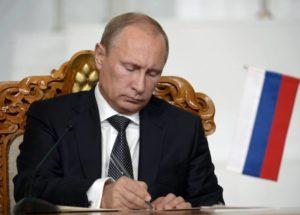 Путин подписал закон об отмене онлайн касс для малого бизнеса