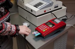 При использовании в работе терминала эквайринга, нужно ли его каким-то образом привязывать к новой онлайн-кассе?